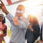 business-people-brainstorming-op-kantoor